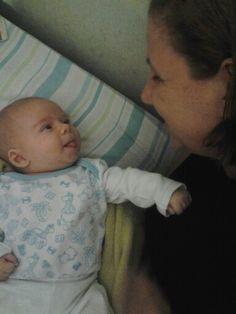 Meu nenem mostrando lingua.