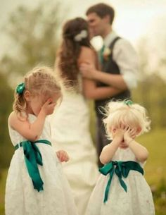 Funny wedding pictures ideas - picture gallery with 25 weddings .-Lustige Hochzeitsbilder Ideen – Bildergalerie mit 25 Hochzeitsfotos Funny wedding pictures ideas – picture gallery with 25 wedding photos - Wedding Picture Poses, Romantic Wedding Photos, Funny Wedding Photos, Wedding Photography Poses, Photography Ideas, Trendy Wedding, Romantic Photography, Funny Weddings, Funny Photos
