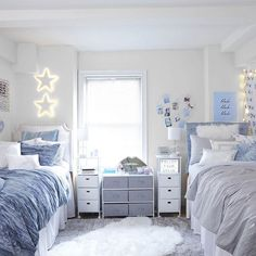 Why do baby girls have pink room and baby boys have blue room? College Bedroom Decor, Cool Dorm Rooms, College Room, Teen Room Decor, Room Ideas Bedroom, Blue Room Decor, Preppy Dorm Room, Dorm Room Themes, Dorm Room Decorations