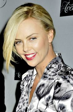 Charlize Theron Looks Totally Different with Baby Bangs – Celebrities Woman Mighty Joe, Charlize Theron Photos, Baby Bangs, Atomic Blonde, Jackson, Sensual, Beautiful Actresses, Hollywood Actresses, American Actress