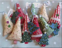 Lovely old fashioned, vintage Christmas decorations and keepsakes, ideas & tips