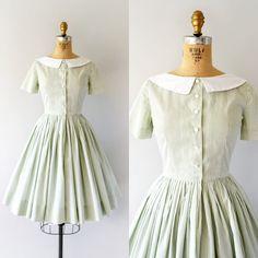 "Gefällt 206 Mal, 1 Kommentare - Sweet Bee Finds (@sweetbeefinds) auf Instagram: ""New  Message to claim! Vintage 1950s dress, spring green stripe cotton, rounded white collar,…"""