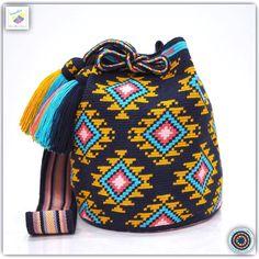 12 отметок «Нравится», 1 комментариев — Wayuu Bags &Bikini etc. (@wayuukiss) в Instagram: «Wayuu bag single thread รุ่น Premium quality ⭕️Sold out⭕️ •ฐาน 8 นิ้ว สูง 10.5 นิ้ว •สายยาว 114 cm.…»