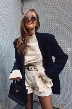 Blazer is cool! 15 inspirations to use the piece of work to .- To use on any occasion! Look Fashion, Timeless Fashion, Girl Fashion, Autumn Fashion, Vintage Fashion, Fashion Outfits, Short Beige, Blazer Outfits Casual, Mini Short