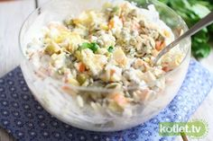 Sałatka z paluszkami krabowymi przepis | Kotlet.TV Potato Salad, Salads, Potatoes, Rice, Ethnic Recipes, Food, Potato, Essen, Meals