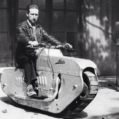 Vintage Motorcycles Now THAT is a manly motorcycle! - More memes, funny videos and pics at Vintage Motorcycles, Custom Motorcycles, Custom Bikes, Honda Motorcycles, Motorcycle Tank, Women Motorcycle, Motorcycle Helmets, Dieselpunk, Cool Bikes