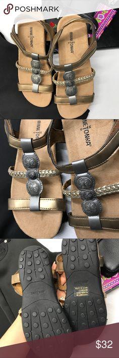 NWOB Minnetonka Sandal Size 9 NWOB Minnetonka Sandal Size 9 Minnetonka Shoes Sandals