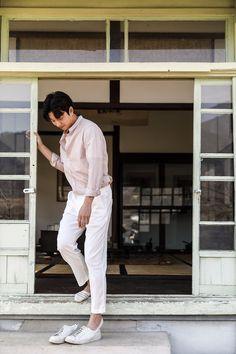 Gong Yoo captures the warmth of spring with 'Epigram' Asian Actors, Korean Actors, Goong Yoo, Goblin Gong Yoo, Yoo Gong, Lee Min Ho Photos, Korean Entertainment, Ulzzang Boy, Korean Men
