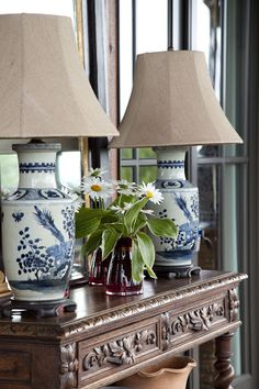 British Colonial West Indies Chic Styling - aged dresser, oriental blue and white lamp bases with neutral shades - and a bowl of daises. Blue And White Lamp, Blue And White China, Blue China, White Lamps, White Houses, White Decor, White Porcelain, Painted Porcelain, Vignettes