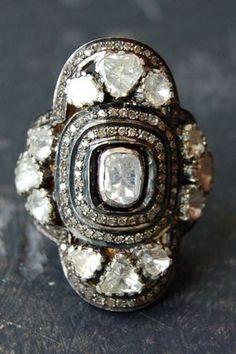 Idée et inspiration Bague Diamant :   Image   Description   clover diamond ring, rona pfeiffer
