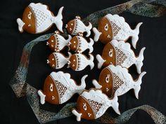 rybičky   Perníky Honey Cookies, Gingerbread Cookies, Gingerbread Houses, Meringue Cookies, Easter Cookies, Macaroons, Cookie Decorating, Cookie Cutters, Easter Eggs