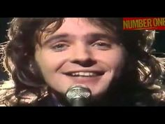 David Essex Hold Me Close Number One 4 Oct 1975 3 Weeks & last No 1 He was at the height of his popularity at this time. In the he concentrated on stage musicals. Bmg Music, Music Songs, Music Videos, No Matter What Lyrics, 70s Glam Rock, David Essex, Robert Palmer, Pop Charts, Addicted To Love