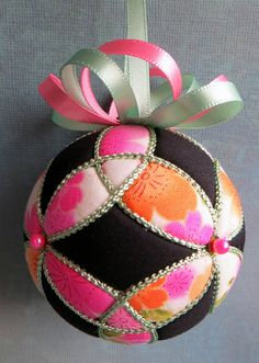 Kimekomi Christmas Ornament - Pink and Orange Sakura Triquetras