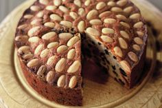 Dundee cake is a famous traditional Scottish fruit cake with a rich flavour. Savor this Dundee cake made with glace cherries, almonds, raisins and currants. Dundee Cake Recipe, Cake Recept, Scottish Recipes, Scottish Desserts, Food Cakes, Fruit Cakes, Baking Cakes, Moist Cakes, Almond Recipes