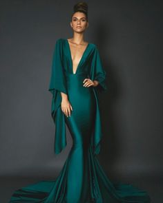 Capsule Collection 18 by Michael Costello Elegant Dresses, Pretty Dresses, Formal Dresses, Casual Dresses, Ny Dress, Mein Style, Gala Dresses, Couture Dresses, Haute Couture Gowns