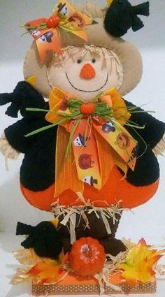Resultado de imagen para muñeco frankenstein halloween Halloween Quilts, Halloween Fabric, Halloween Home Decor, Diy Halloween Decorations, Holidays Halloween, Halloween Crafts, Halloween Rocks, Spooky Halloween, Happy Halloween