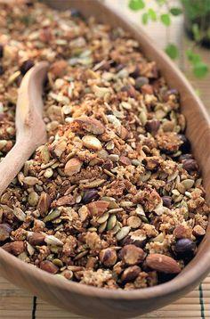 Opskrift på sund, hjemmelavet mysli med boghvede, hørfrø, blandede nødder og…