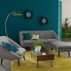 Doté d'un confort enveloppant, d'une forme compacte et d'une ligne années 50 remarquable, le canapé Séméon et son joli piètement fuselé auront vite conquis les amateurs de design les plus exigeants.
