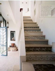 Stenciled Stair Risers design ideas and photos to inspire your next home decor project or remodel. Check out Stenciled Stair Risers photo galleries full of ideas for your home, apartment or office. Deco Design, Design Case, Style At Home, Stenciled Stairs, Wallpaper Stairs, Diy Wallpaper, Brick Wallpaper, Casa Patio, Stair Risers
