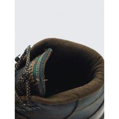 www.cafeshoes.com Bota montaña Formigueiros Referencia:  17425  Bota de montaña para travesías o trabajo, realizada en corte piel, forro de tejido acolchado. Piso de goma inyectada con dibujo especialmente diseñado para la salida de agua.