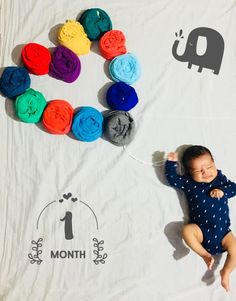 First month Baby photoshoot Erster Monat Baby Fotoshooting Monthly Baby Photos, Newborn Baby Photos, Baby Poses, One Month Old Baby, Baby Month By Month, Heart Month, Newborn Photography Poses, Newborn Baby Photography, Baby Boy Pictures
