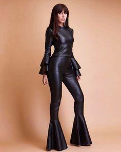 Flare na Evana Bloom - Leder - Hosen fur Frauen Leather Dresses, Leather Pants, Moda Fashion, Womens Fashion, Sexy Women, Women Wear, Leder Outfits, Leather Fashion, Jumpsuits For Women