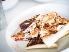 Lounasvinkki: herkulliset quesadillat - sopivan simppeli ja helppo arkiruoaksi! Kokeile tätä :) - Annika O