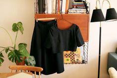 wilderness - den svarta tvådelade Supersnyggt tvådelat sett! Magtröja (troligtvis av McCalls klänningsmönster) och kjol med tre stora motveck fram.