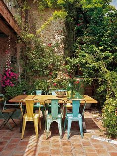 40 Insane Vintage Garden Furniture Ideas for Outdoor Living - DecorisArt Patio Dining, Outdoor Dining, Outdoor Decor, Patio Seating, Dining Set, Dining Room, Outdoor Rooms, Outdoor Gardens, Garden Furniture