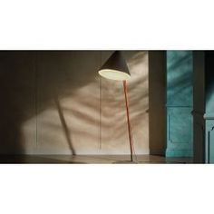 This floor lamp evokes a sense of minimalistic style. Upholstered Furniture, Prefab, Color Show, Floor Lamp, Upholstery, Minimalist, Colours, Flooring, Home Decor