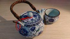 こんにちは!キュレーターのりょうです。 突然ですが、台湾随一の陶器の街「鶯歌陶瓷老街」をご存知ですか? 100軒ほどの陶磁器の店がひしめく「鶯歌(イングァ/yīng gē)」というエリアは、台北駅(台北車站)から電車で30分の観光スポット。 古くから陶器の町として知られていて、とっておきの茶器を探しに行くにも、安くて可愛いお皿を買いに行くにも、大切な人へのお土産を買いに行くにも、ぶらぶらウィンドウショッピングを楽しむにも、(私のように)ただただ陶磁器に囲まれて癒されに行くにもおすすめの人気エリアです。    김치 Love Taiwanさん(@taiwan_ez_tour)がシェアした投稿 - 2017 2月 1 7:01午前 PST     Anita Wangさん(@wspingtw)がシェアした投稿 - 2017 4月 16 12:25午前 PDT…