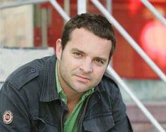 Presentator Adriaan Van den Hoof