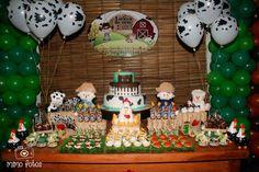 Veja ideias lindas para montar e arrasar na decoração de uma festa de menino: temas como Chaves, Circo, Surfe e Fazendinha, entre outros. Cowboy Birthday Party, Farm Birthday, Baby First Birthday, Birthday Parties, Birthday Ideas, Farm Party, Farm Theme, Ideas Para Fiestas, Childrens Party