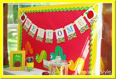 giant apple wall hanging | The Applicious Teacher: An Apple a Day Linky Party- Classroom Decor