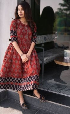 Check out these best ethnic long dresses kurthas by the popular brand entwine the store. Pakistani Dresses Casual, Indian Gowns Dresses, Long Dresses, Ikat Dresses, Stylish Dresses, Stylish Sarees, Casual Summer Dresses, Casual Dresses For Women, Kurta Designs Women