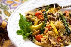 Gluten-Free Goddess Recipes: Quinoa Recipe with Summer Vegetable Stir-Fry Great recipes on this site! Quinoa Stir Fry, Vegetable Stir Fry, Vegetable Quinoa, Clean Eating, Healthy Eating, Healthy Food, Eating Vegan, Yummy Food, Healthy Meals