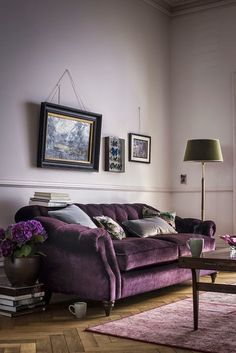 Choosing a purple sofa over a traditional neutral can definitely make a splash in your living room. Here are some tips to decorate your living room with a purple sofa. Living Room Colors, Living Room Designs, Living Spaces, Living Rooms, Living Room Decor Purple, Deco Violet, Salons Violet, Bedroom Ideas, Home Furniture