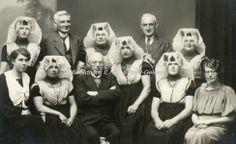 Processiegroep in oude klederdracht #Zeeland #ZuidBeveland #katholiek