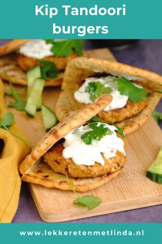 Dit kip Tandoori recept voor burgers maak je makkelijk zelf zonder pakjes of zakjes. Lekker met naanbrood en een yoghurt komkommer saus. Lunches, Chicken Recipes, Tacos, Good Food, Food And Drink, Mexican, Ethnic Recipes, Yoghurt, Burgers