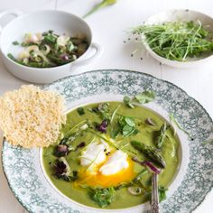 Wild Greens and Sardines: I ♥ Green Soup: Watercress and Asparagus Soup with Garlic Scapes Salmon Curry, Fish Curry, Easy Stuffed Cabbage, Watercress Recipes, Spring Soups, Green Soup, Asparagus Soup, Sprouts Salad, Vegetable Seasoning