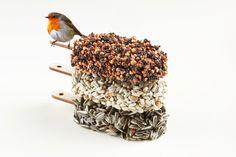 Desserts for Birds van Studio Carmela Bogman! Deze 'ijsjes' voor vogels hang je in de tuin of op je balkon en alle tuinvogels uit de buurt komen er op af. #carmelabogman #dessertsforbirds #dutchdesign #accessoires #conceptstore #design #haarlem #weidesign #weidesignandmore #hipshops #hipshopshaarem #webshop #online