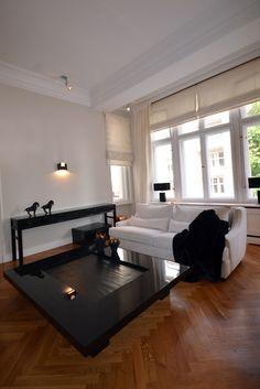 Wandgestaltung Stein Weiß Gaskaminofen Laminatboden Wohnzimmer Weiße Möbel.  Mehr Sehen. © HERRENDORF