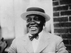 This American history print shows a portrait of the American boxer Jack Johnson flashing a smile, Jack Johnson Boxer, Houston, The Bowery Boys, Shawn Mendes Magcon, American Boxer, Heavyweight Boxing, Ken Burns, African American Fashion, Joe Louis