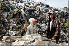 Alerta medioambiental en el mayor basurero de Paraguay por graves inundaciones - http://www.leanoticias.com/2014/07/04/alerta-medioambiental-en-el-mayor-basurero-de-paraguay-por-graves-inundaciones/