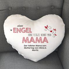 Ihre Mama ist ein echter Engel? Dann sollten Sie ihr das auch zeigen.  Nicht nur zum Muttertag ist dieses persönlich bedruckte Herzkissen eine super Geschenkidee.