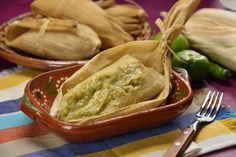 Prepare this recipe, we show you how to prepare Tamales ✅ with chicken and green sauce. You can make them with different fillings and sauces ✔. Theyre delicious! Mexican Dishes, Mexican Food Recipes, Homemade Tamales, Chicken Tamales, Tamale Recipe, Mexico Food, Latin Food, Chicken Recipes, Food Porn