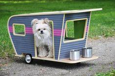 Conheça as caminhas de cachorro em forma de trailes, feitas com materiais recicláveis. - Veja mais em: http://www.vilamulher.com.br/artesanato/galeria-de-ideias/designer-cria-cama-em-forma-de-trailer-sustentavel-para-caes-17-1-7886462-319.html?pinterest-destaque