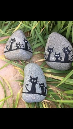 Dıy (do it yourself) – Steine bemalen 🎀 (ohne Anleitung)・☆・𝔤𝔢… Dıy (do it yourself) – painting stones 🎀 (without instructions) · ☆ · 𝔤𝔢𝔣𝔲𝔫𝔡𝔢𝔫 𝔞𝔲𝔣 · ☆ · 𝔇𝔬-𝔦𝔱-𝔶𝔬𝔲𝔯𝔰𝔢𝔩𝔣 ℑ𝔡𝔢𝔢𝔫 Pebble Painting, Pebble Art, Stone Painting, Body Painting, Stone Crafts, Rock Crafts, Arts And Crafts, Rock Painting Ideas Easy, Rock Painting Designs