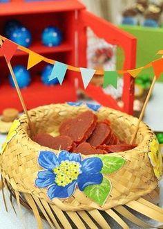 detalhe mesa para festa junina 30th Party, 30th Birthday, Happy June, Diy And Crafts, Paper Crafts, Party Rock, Primitive Snowmen, Ideas Para Fiestas, Diy Party Decorations