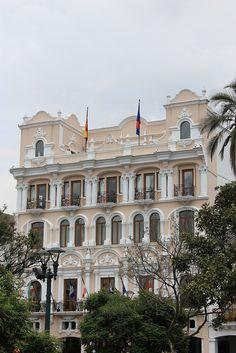 Hotel Plaza Grande en la Plaza de la Independencia en Quito